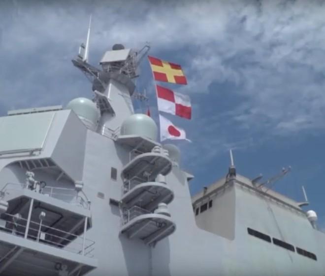 Trung Quốc lần đầu tung hình ảnh về chiếc tàu sân bay được sản xuất trong nước - Ảnh 2.
