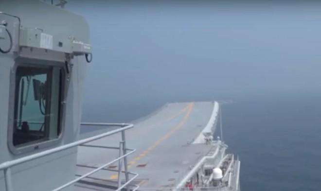 Trung Quốc lần đầu tung hình ảnh về chiếc tàu sân bay được sản xuất trong nước - Ảnh 3.