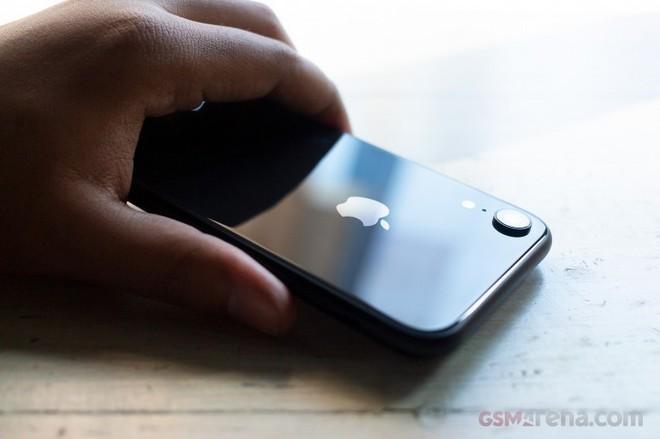 Chê thì cứ chê, nhưng iPhone XR vẫn là smartphone bán chạy nhất Quý 2 năm nay tại Mỹ - Ảnh 1.