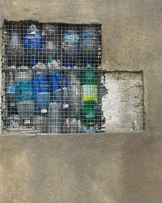 Chiêm ngưỡng ngôi làng độc đáo ở Panama, nơi nhà cửa được làm từ 1 triệu chai nhựa - Ảnh 2.