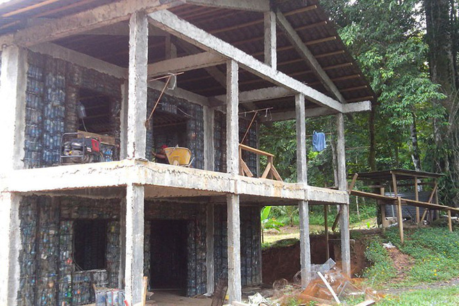Chiêm ngưỡng ngôi làng độc đáo ở Panama, nơi nhà cửa được làm từ 1 triệu chai nhựa - Ảnh 3.