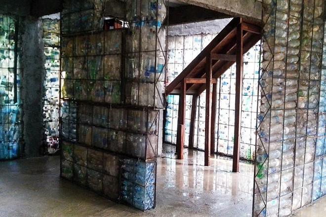 Chiêm ngưỡng ngôi làng độc đáo ở Panama, nơi nhà cửa được làm từ 1 triệu chai nhựa - Ảnh 10.