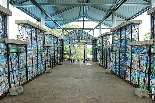Chiêm ngưỡng ngôi làng độc đáo ở Panama, nơi nhà cửa được làm từ 1 triệu chai nhựa - Ảnh 17.