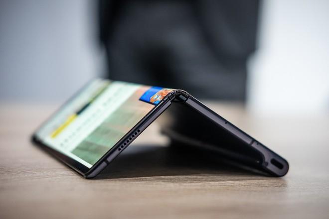 Chuyên gia tin rằng Huawei Mate X cũng sẽ bị lùi ngày lên kệ giống Galaxy Fold - Ảnh 2.