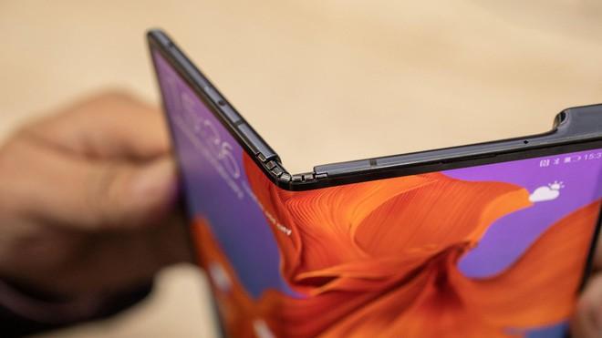 Chuyên gia tin rằng Huawei Mate X cũng sẽ bị lùi ngày lên kệ giống Galaxy Fold - Ảnh 3.