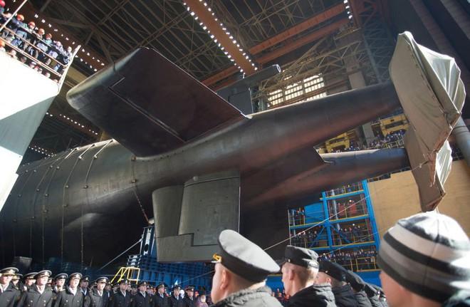 Nga hạ thuỷ tàu ngầm lớn nhất thế giới mang theo siêu ngư lôi Poseidon - Ảnh 1.