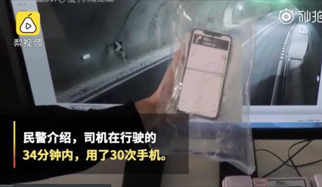 Nữ tài xế Trung Quốc chết thảm vì dùng smartphone 30 lần trong 34 phút - Ảnh 2.