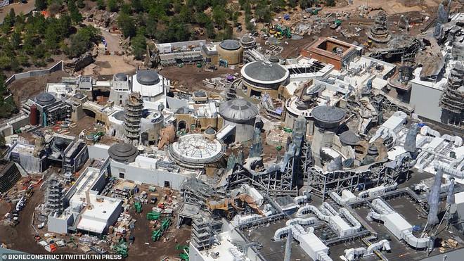 Toàn cảnh công viên Disney tỷ đô phong cách Chiến tranh giữa các vì sao trước ngày mở cửa chính thức - Ảnh 1.