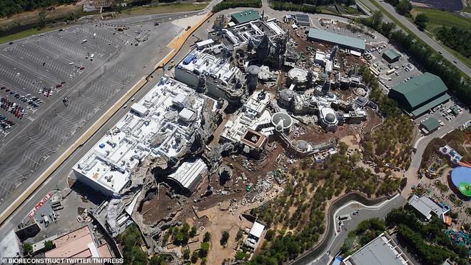 Toàn cảnh công viên Disney tỷ đô phong cách Chiến tranh giữa các vì sao trước ngày mở cửa chính thức - Ảnh 2.