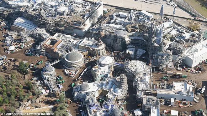 Toàn cảnh công viên Disney tỷ đô phong cách Chiến tranh giữa các vì sao trước ngày mở cửa chính thức - Ảnh 3.