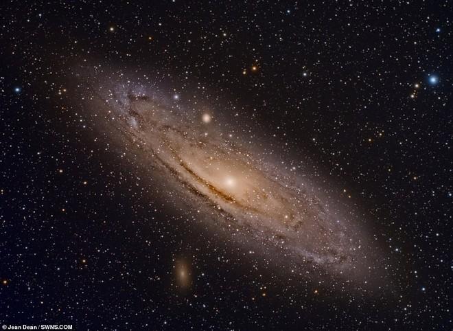 Ngắm nhìn bức ảnh chụp tinh vân Rosette cách Trái đất 5000 năm ánh sáng đã lọt vào mắt xanh của NASA - Ảnh 3.