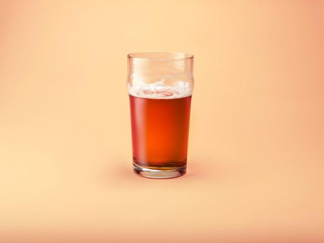 Khoa học chứng minh: Muốn tăng điểm bài thi ngoại ngữ, hãy uống một chút rượu - Ảnh 2.