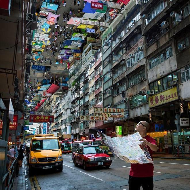 Chiêm ngưỡng một Hồng Kông ảo lòi qua con mắt của nghệ sĩ siêu thực - Ảnh 7.