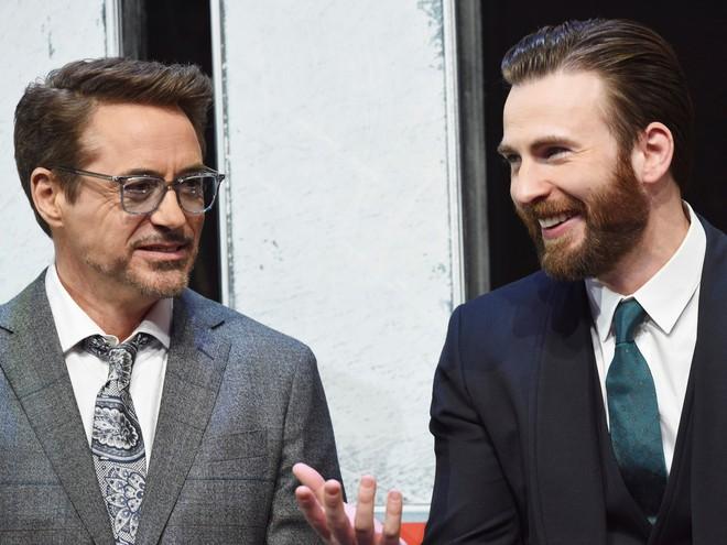 Robert Downey Jr. tặng Chris Evans một chiếc xe ô tô độ sau khi quay xong bộ phim bom tấn Avengers: End Game - Ảnh 1.