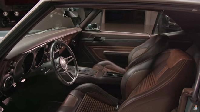 Robert Downey Jr. tặng Chris Evans một chiếc xe ô tô độ sau khi quay xong bộ phim bom tấn Avengers: End Game - Ảnh 5.