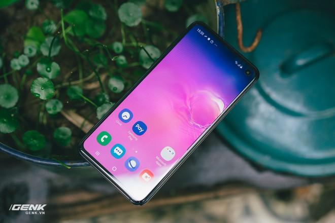 Samsung Galaxy S10e chứng minh rằng smartphone nhỏ gọn vẫn có chỗ đứng trong trái tim người dùng - Ảnh 4.