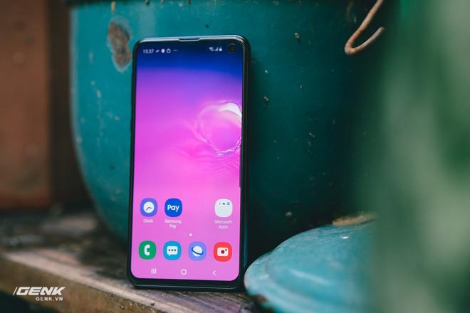 Samsung Galaxy S10e chứng minh rằng smartphone nhỏ gọn vẫn có chỗ đứng trong trái tim người dùng - Ảnh 13.