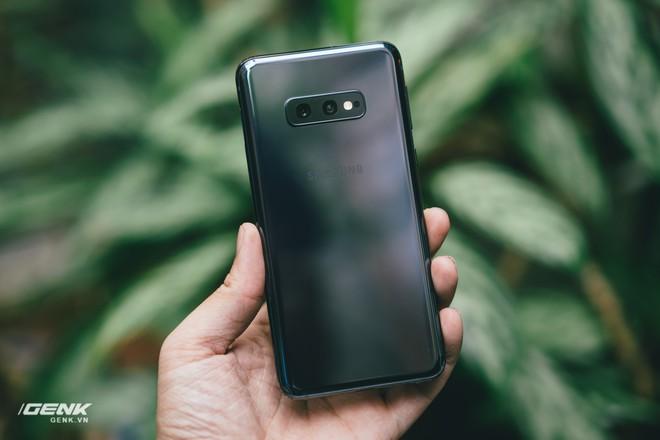 Samsung Galaxy S10e chứng minh rằng smartphone nhỏ gọn vẫn có chỗ đứng trong trái tim người dùng - Ảnh 12.