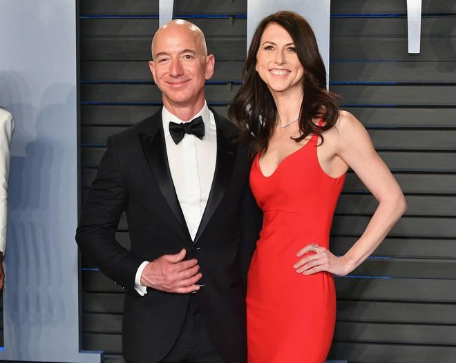 Chính thức ly dị trong êm thấm, Jeff Bezos vẫn toàn quyền nắm Amazon với 75% cổ phần - Ảnh 1.