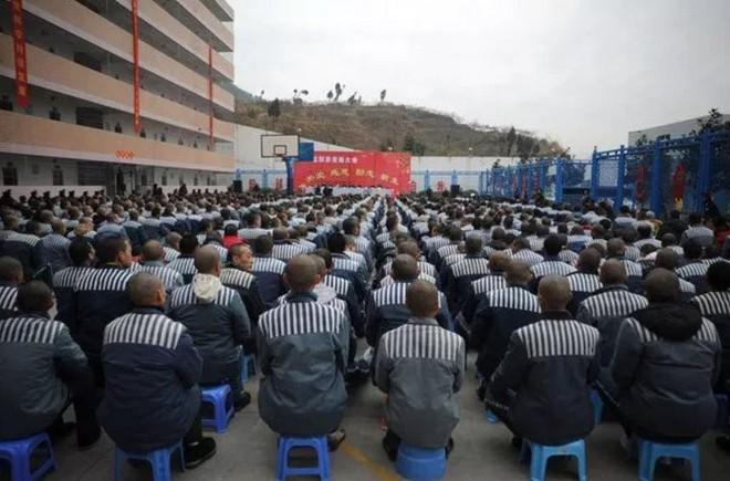 Nhà tù Trung Quốc ứng dụng AI để giám sát phạm nhân 24/7, phát hiện động cơ đào tẩu ngay từ khi còn đang ấp ủ - Ảnh 2.