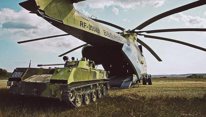 Khám phá trực thăng khổng lồ Mi-26 của Nga: Đã từng chở hóa thạch voi ma mút và máy bay chở khách cỡ nhỏ - Ảnh 4.