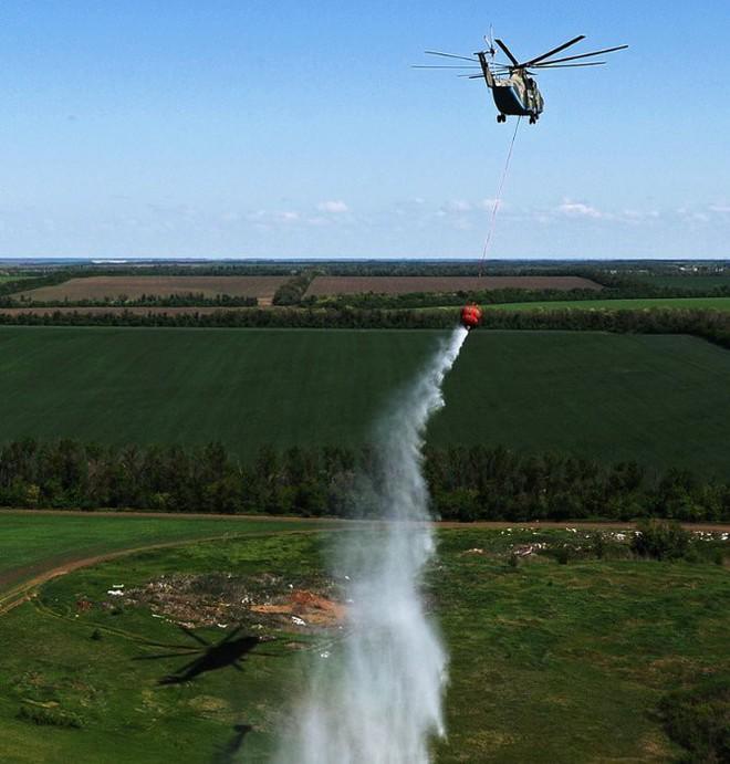 Khám phá trực thăng khổng lồ Mi-26 của Nga: Đã từng chở hóa thạch voi ma mút và máy bay chở khách cỡ nhỏ - Ảnh 14.
