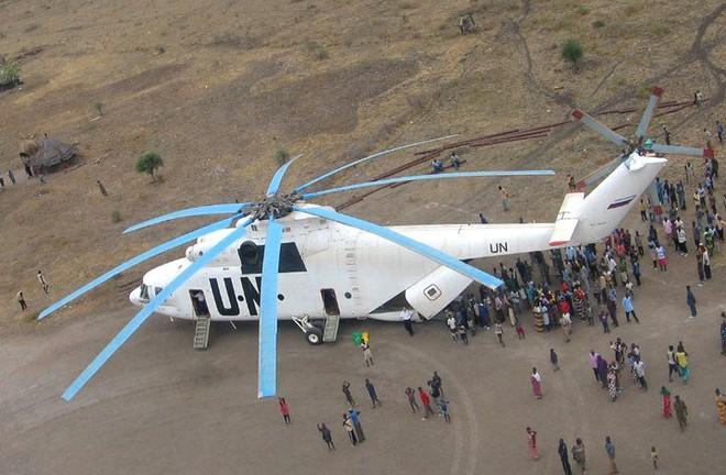 Khám phá trực thăng khổng lồ Mi-26 của Nga: Đã từng chở hóa thạch voi ma mút và máy bay chở khách cỡ nhỏ - Ảnh 9.