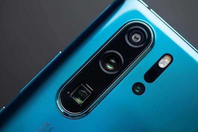 Samsung và Huawei vượt trội hơn Apple về linh kiện camera - Ảnh 2.