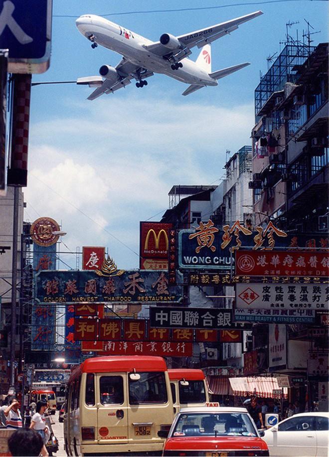 Kai Tak - Sân bay khó hạ cánh nhất thế giới, gắn liền với thời kỳ hoàng kim của Hồng Kông - Ảnh 1.