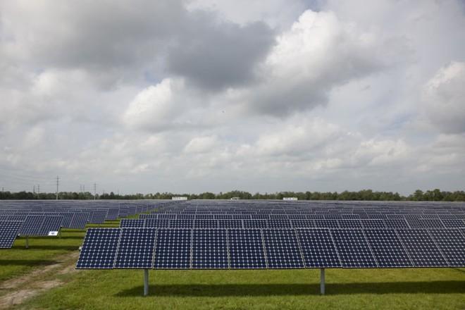 Florida tiến hành đóng cửa các nhà máy khí đốt tự nhiên, xây dựng pin năng lượng mặt trời khổng lồ - Ảnh 1.