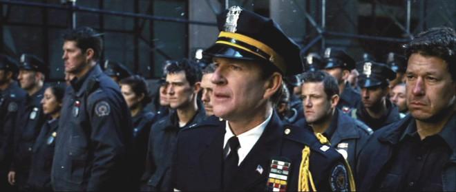 Thêm nửa cân i-ốt cũng không đỡ nổi những hành động thông minh trong 8 phim siêu anh hùng này - Ảnh 3.