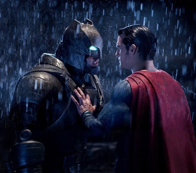 Thêm nửa cân i-ốt cũng không đỡ nổi những hành động thông minh trong 8 phim siêu anh hùng này - Ảnh 7.