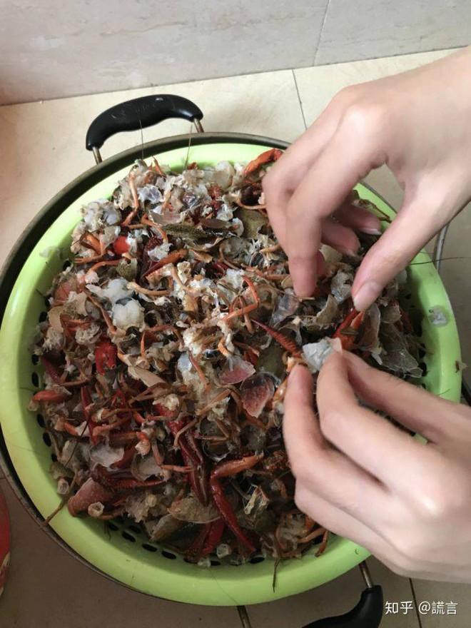 Tin mẹo rửa hải sản bằng máy giặt trên TikTok, cặp vợ chồng gây ra cái chết thương tâm cho 2,5kg tôm hùm đất - Ảnh 3.
