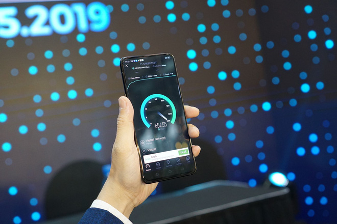 Viettel sử dụng smartphone OPPO Reno thử nghiệm kết nối mạng 5G đầu tiên tại Việt Nam, tốc độ tải dữ liệu đạt 654 Mb/s - Ảnh 2.