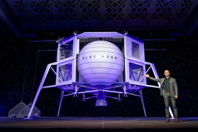 Lộ diện tàu hạ cánh Blue Moon trong đại kế hoạch trở lại bề mặt Mặt Trăng của CEO Amazon Jeff Bezos - Ảnh 1.