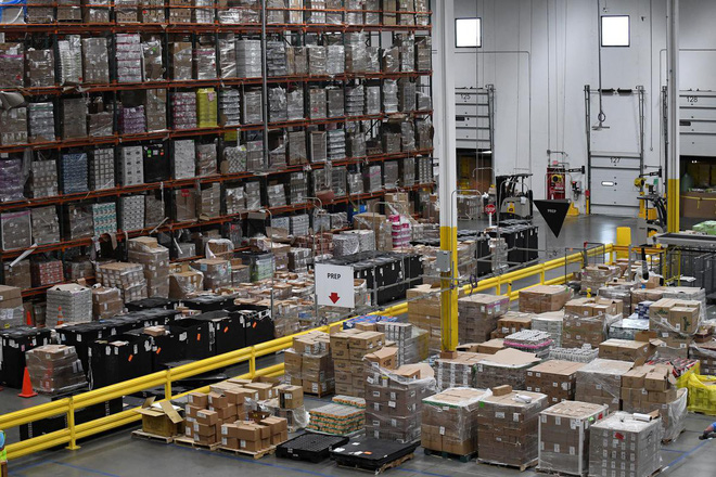 Amazon triển khai máy đóng hàng: nhanh gấp 5 người, 2 máy thay được 24 nhân sự, hoàn vốn sau 2 năm, giá 1 triệu đô/máy - Ảnh 3.