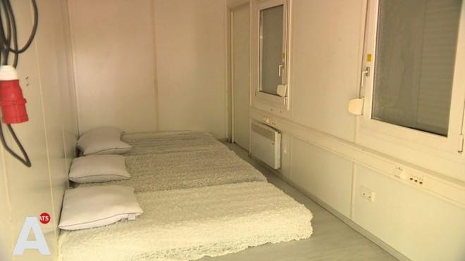 Thuê phòng Airbnb 3 triệu rưởi, du khách được ngay nhà container chật hẹp bẩn thỉu - Ảnh 2.