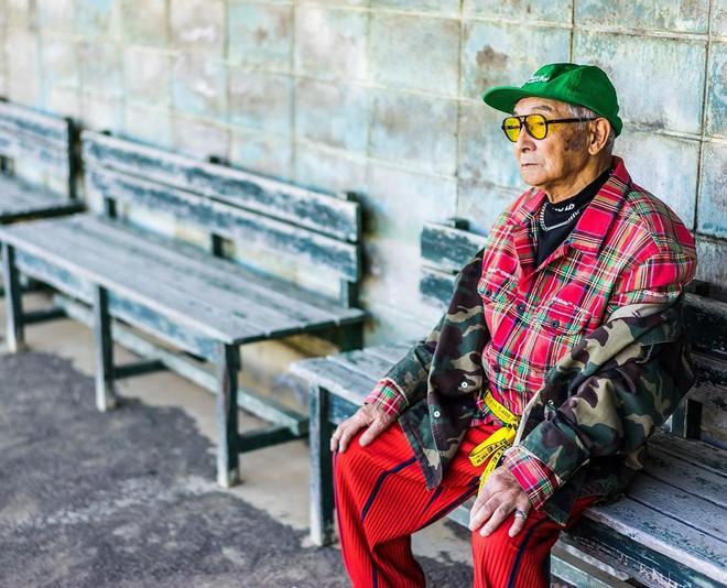 Internet phát sốt với cụ ông ăn chơi nhất Nhật Bản: 84 tuổi vẫn diện đồ hiệu nghìn USD, thần thái ngút trời - Ảnh 2.