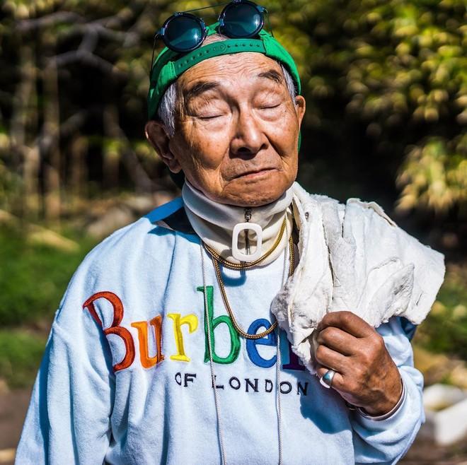 Internet phát sốt với cụ ông ăn chơi nhất Nhật Bản: 84 tuổi vẫn diện đồ hiệu nghìn USD, thần thái ngút trời - Ảnh 4.