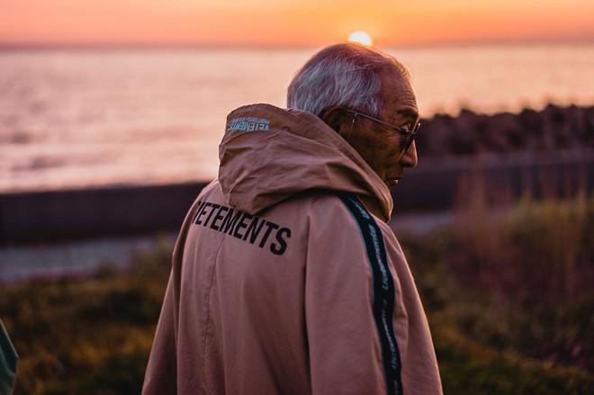 Internet phát sốt với cụ ông ăn chơi nhất Nhật Bản: 84 tuổi vẫn diện đồ hiệu nghìn USD, thần thái ngút trời - Ảnh 7.