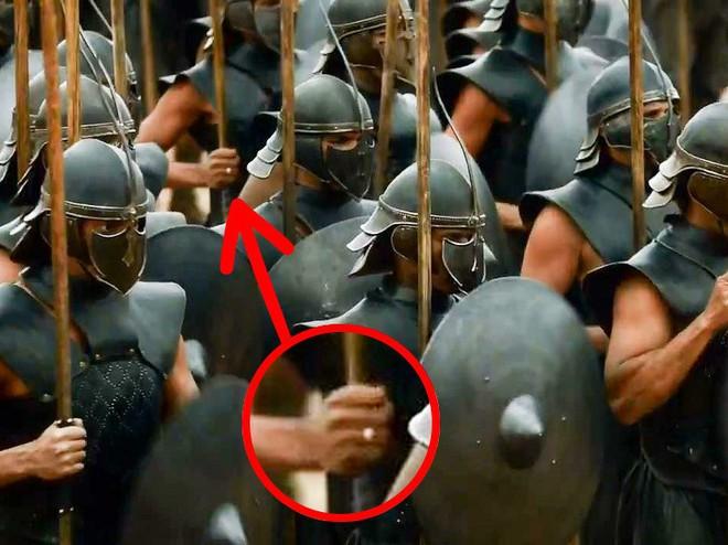 Trong Game of Thrones, 9 chi tiết này vô lý chẳng kém cốc cà phê Starbucks - Ảnh 3.