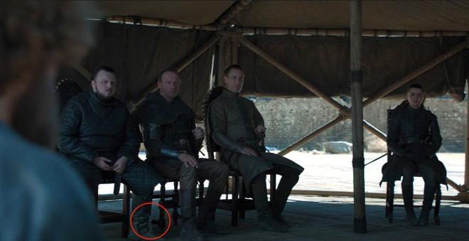 Hết cà phê Starbucks, fan tinh mắt lại chỉ ra lỗi ngớ ngẩn trong Game of Thrones mùa cuối - Ảnh 1.