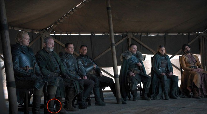 Hết cà phê Starbucks, fan tinh mắt lại chỉ ra lỗi ngớ ngẩn trong Game of Thrones mùa cuối - Ảnh 2.