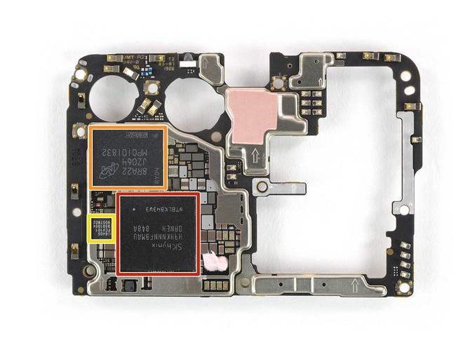 Nhìn lại những hình ảnh mổ bụng P30 Pro để thấy Huawei sử dụng công nghệ Mỹ nhiều như thế nào - Ảnh 4.