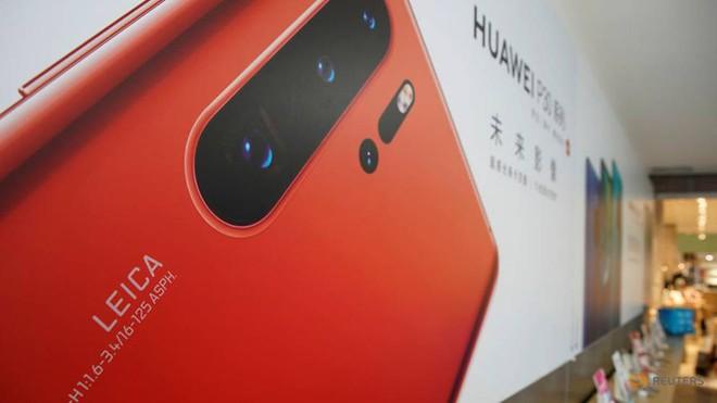 Hai nhà mạng lớn của Nhật Bản hủy lịch tung Huawei P30 Pro lên kệ - Ảnh 1.