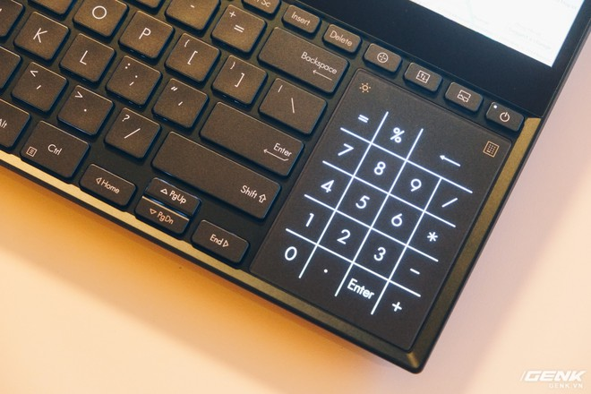 Cận cảnh Asus ZenBook Pro Duo vừa ra mắt với màn hình phụ cực lớn, màn hình chính OLED 4K, chip Core i9 - Ảnh 7.