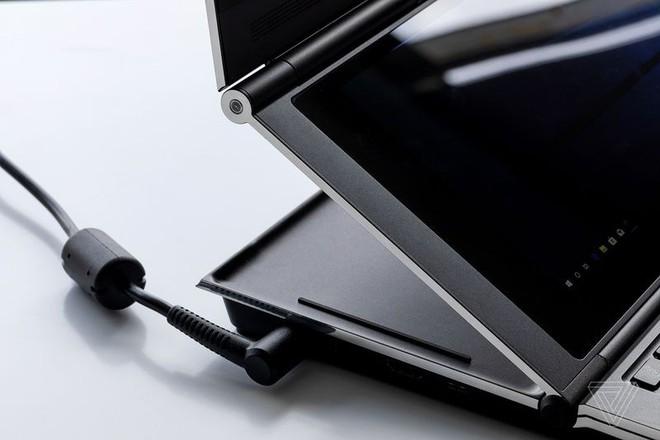 Cận cảnh nguyên mẫu laptop chơi game 2 màn hình Honeycomb Glacier của Intel - Ảnh 3.