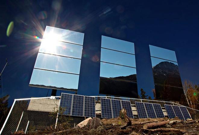 5 tháng trong năm tối như hũ nút, thị trấn Na Uy chi 13 tỷ lắp gương trên núi để phản chiếu ánh mặt trời - Ảnh 5.