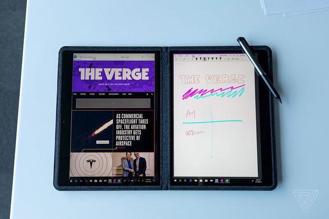 """Microsoft """"nhá hàng"""" một thiết bị Surface bí ẩn có màn hình kép - Ảnh 2."""