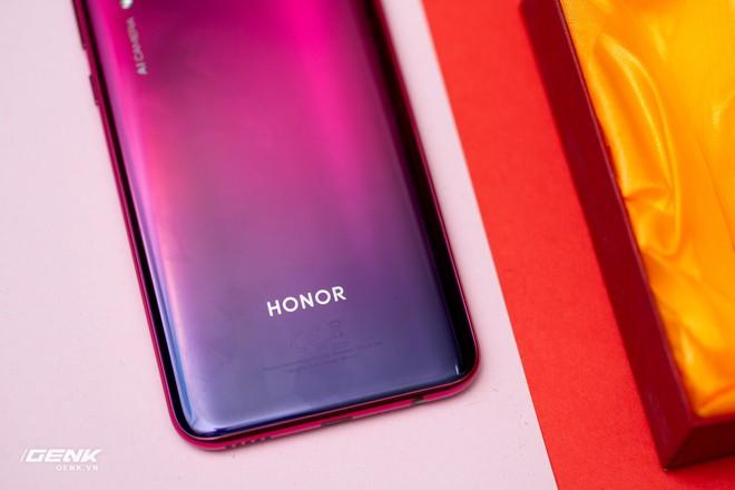 Đánh giá Honor 20 Lite - Chữ Lite được nhấn hơi mạnh - Ảnh 16.
